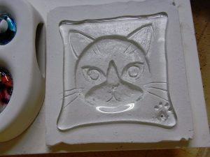 石膏板に猫
